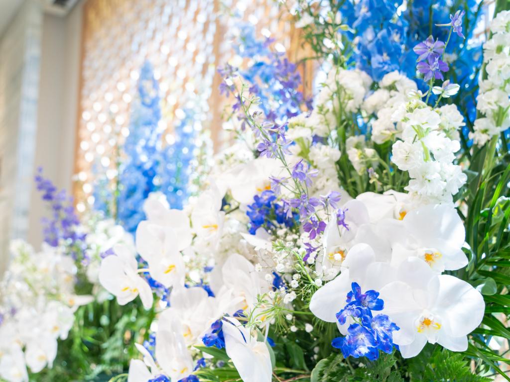 室蘭星光館の祭壇の花の写真